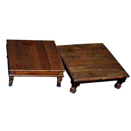 Detta låga träbord används ofta i Indien som pall där man kan lägga en vackert dekorerad kudde  B 40 D 40 H 15