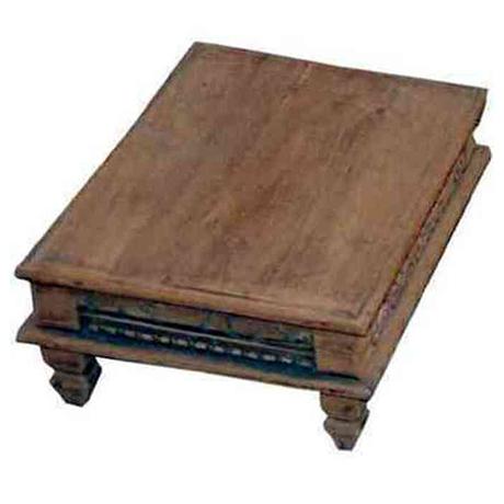 Detta låga träbord används ofta i Indien som pall där man kan lägga en vackert dekorerad kudde B 46 D 31 H 16