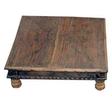 Detta låga träbord används ofta i Indien som pall där man kan lägga en vackert dekorerad kudde B 55 D 55 H 16