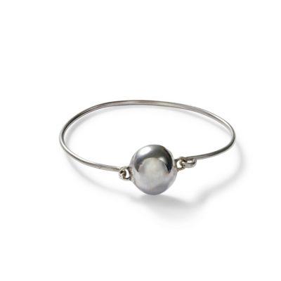 Silverarmband med halvrunt smycke