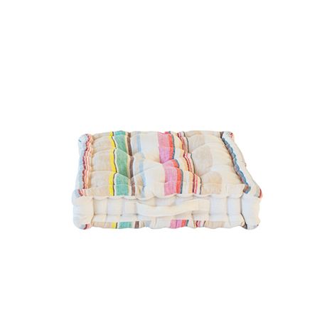 IBIZA sittkudde är en härlig kudde med handtag på ena sidan som är stentvättat för att ge en mjuk känsla. Ta hand om den med kärlek.