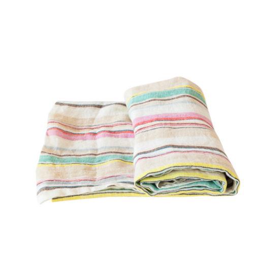 IBIZA duk  är stentvättad för att ge en mjuk känsla. Ta hand om den med kärlek.