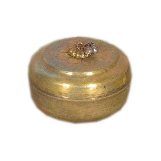 Underbar liten mässings box  med lock. Alla är unika och ingen är lik den andra.