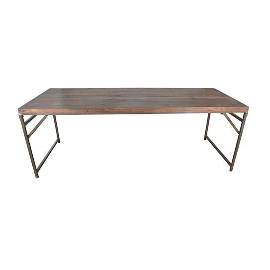 Underbart gammalt teakbord med järnben som är hoppfällbara.