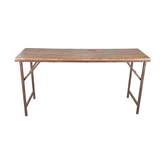 Hoppfällbart bord i trä och med järnben. Dessa bord har ofta används på bröllop och marknader i Indien.
