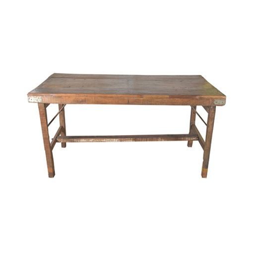 Hoppfällbart bord i trä och med träben. Dessa bord har ofta används på bröllop och marknader i Indien.