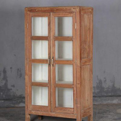 vintage skåp med glasdörrar i vintage teak