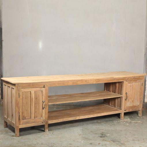Fint renoverat sideboard i naturfärgat teak invändigt och utvändigt