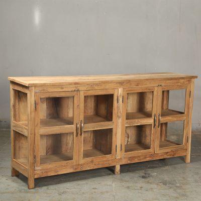Nytillverkat sideboard in återvunnen teak. Glasdörrar i naturfärgat vintage teak invändigt och utvändigt