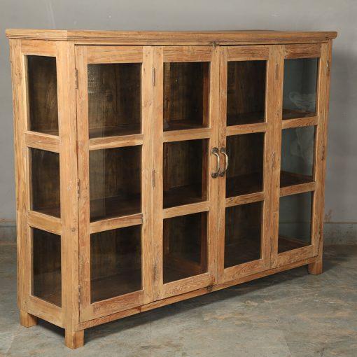 Fint sideboard med glasdörrar I vintage teak. Storlek 191*42*122